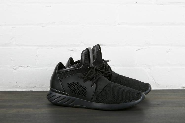 Black sneaker for man